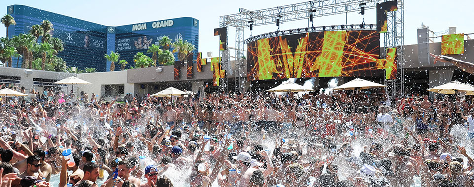 Here 39 s your full guide of edc pool nightclub parties for Pool show las vegas 2016