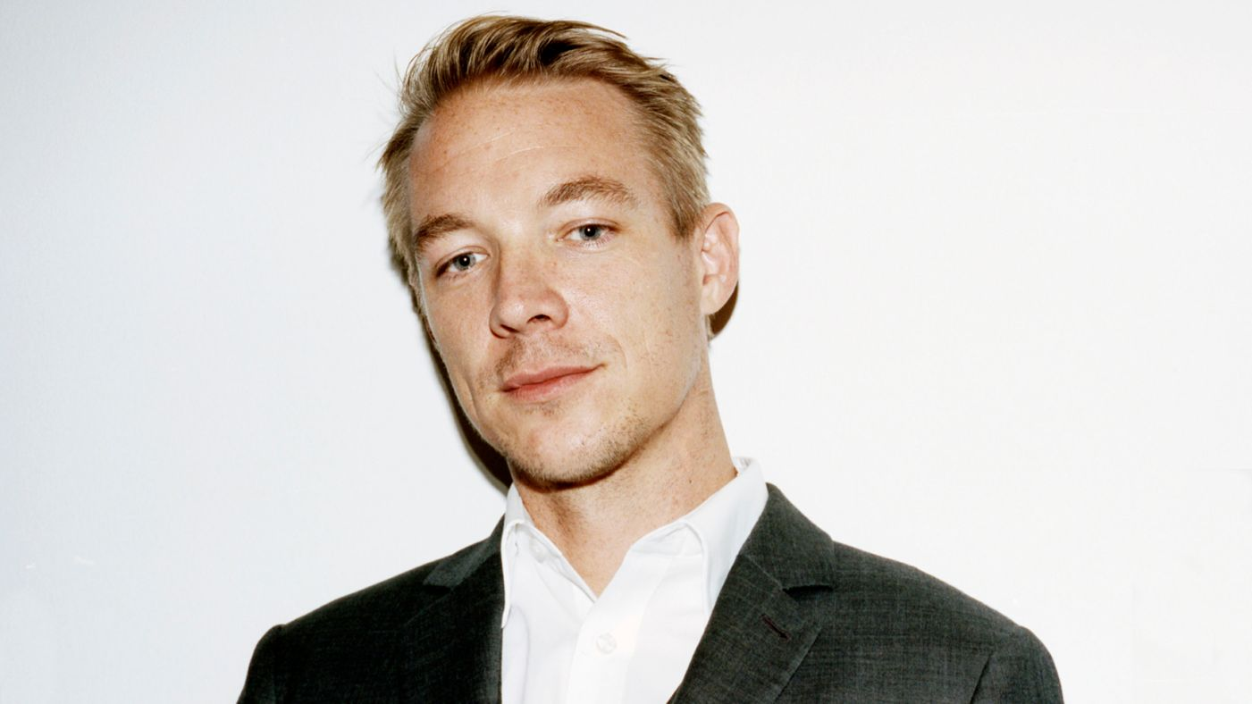 Diplo Strongly Believes Edm Is A Sinking Ship And Is Sad Hes A Part Of It on Person Selling House