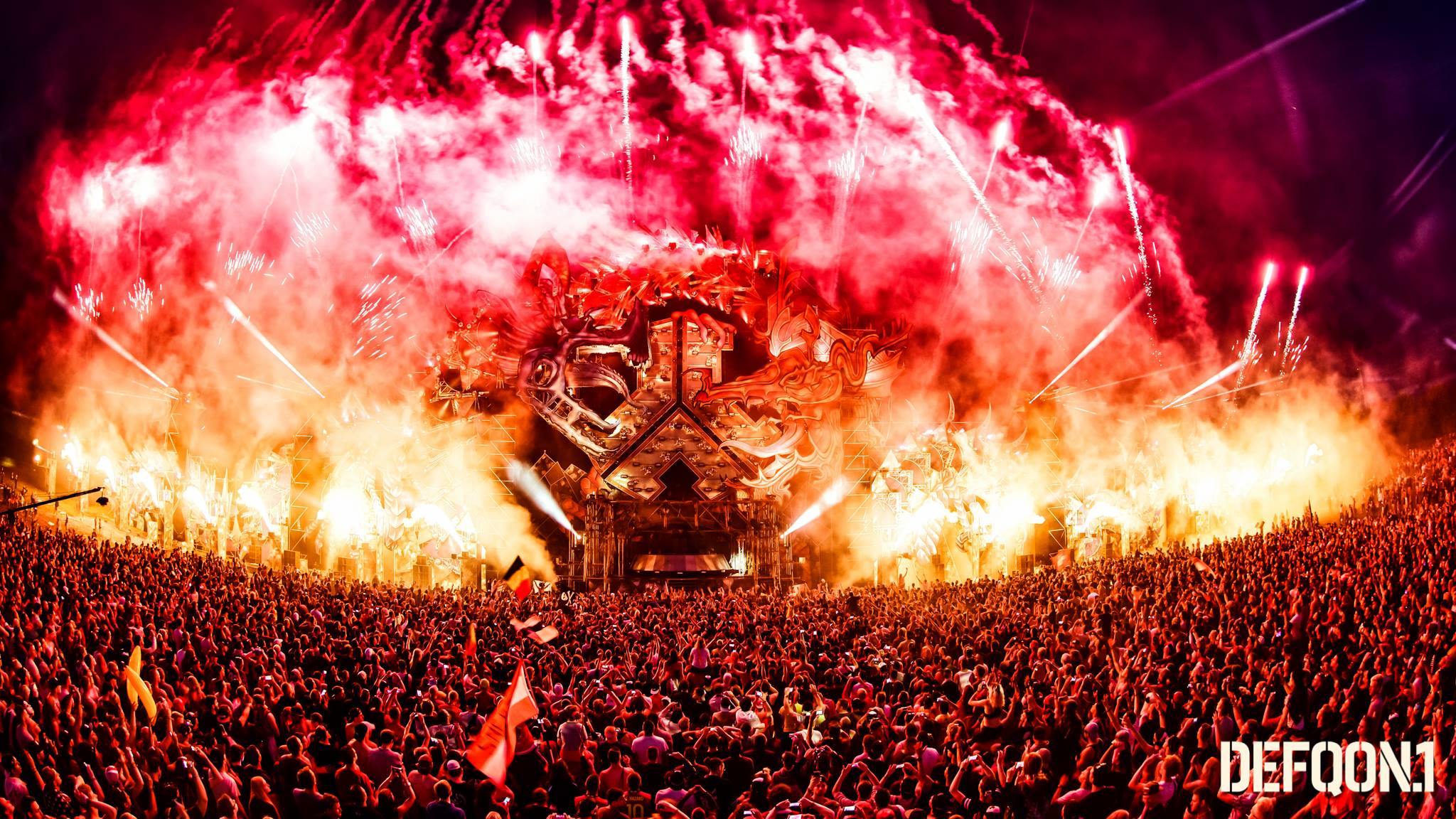 7 Pictures That Will Make You Want To Book A Trip: Watching The 2016 Defqon.1 Endshow Will Make You Want To Book A Trip For Next Year